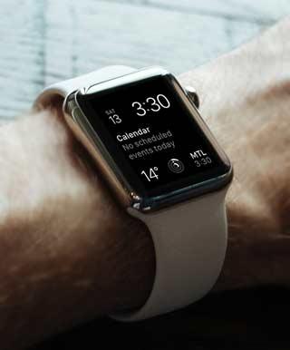 時刻と日付のデジタル表示をするApple Watch