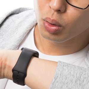 Siriに質問するApple Watchユーザー